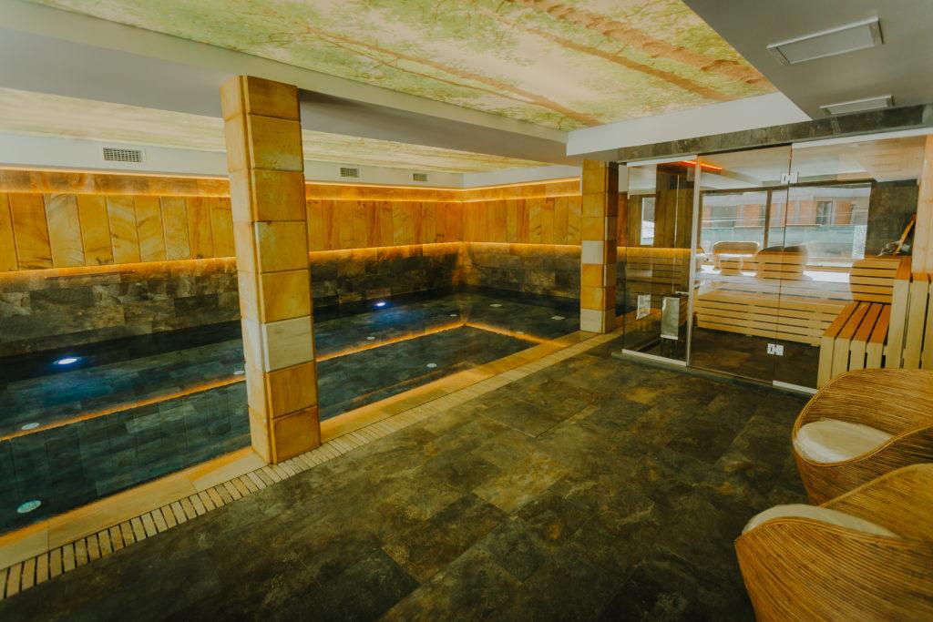 piscina-interioara-hotel-lostrita-baia-mare-maramures