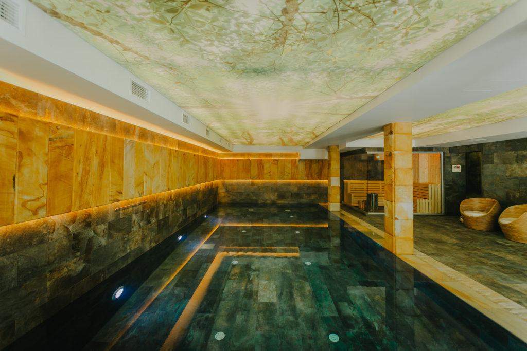 cazare-cu-piscina-interioara-hotel-lostrita-baia-mare