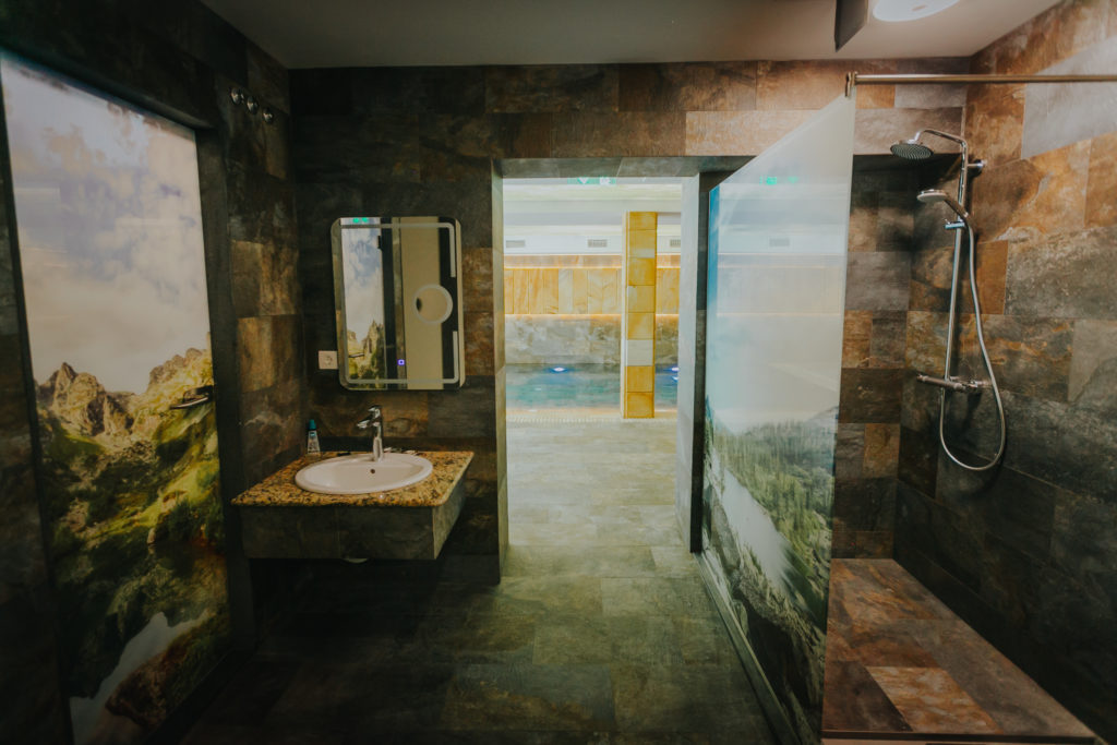 zona-de-spa-piscina-hotel-lostrita-baia-mare